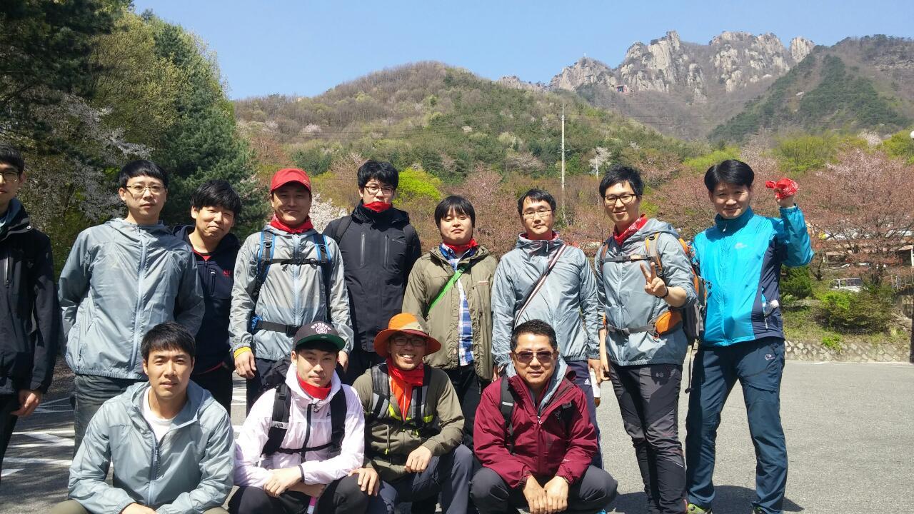 한가족 봄 산행 (단체사진 1팀,2팀)